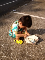 朝散歩 カバンごそごそ (2012/7/28)