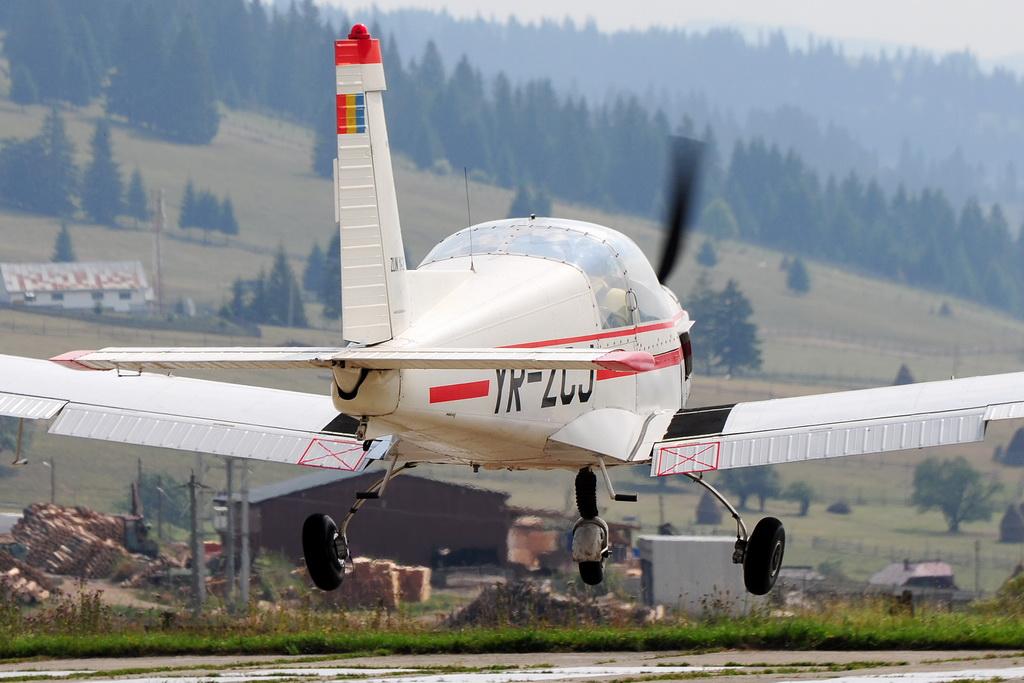 Fly-in @ Floreni - Mitingul cailor putere - Poze 7677976442_ef5d79f605_o