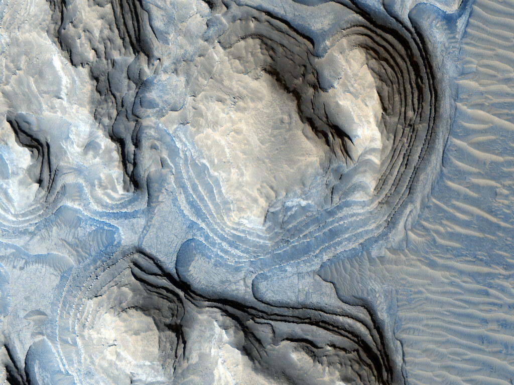 Possible Cyclic Bedding (NASA, Mars, 2009)