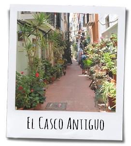 Slenter in alle rust door de smalle straatjes en geniet van alle vrolijk gekleurde huizen en doorkijkjes
