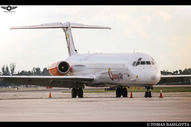 un MD Ex Argentino  el Ex LV-BEG en Opa Locka Volando para Orange Air  N926AV KOPF-OPF MD-83 Orange Air Ex Austral- Spanair