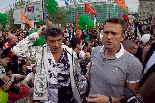 """Борис Немцов и Алексей Навальный посидели 5 минут в бессрочной политической забастовке на Малом Каменном мосту во время """"Марша миллионов"""" 6 мая 2012 by hegtor"""