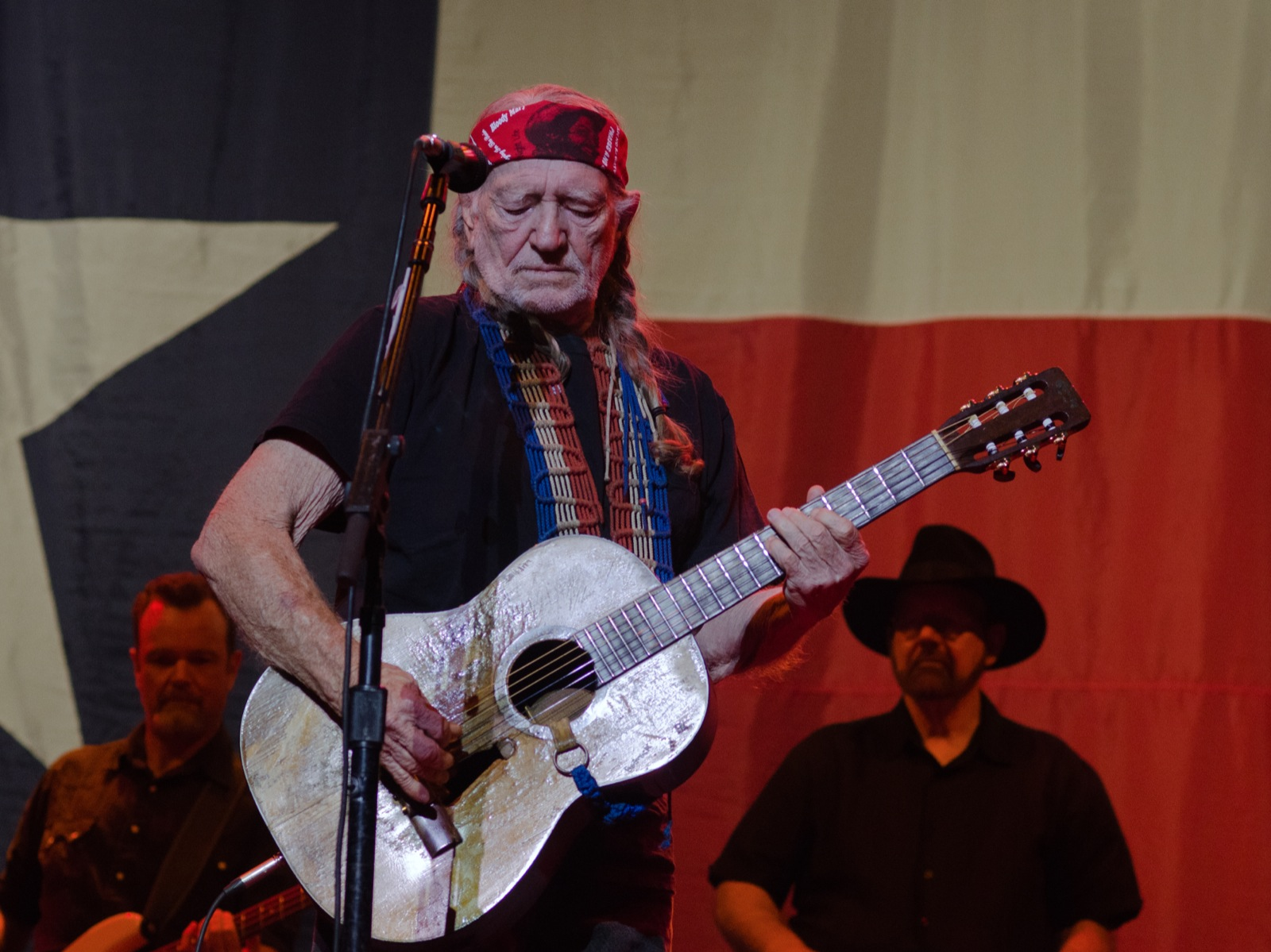 Willie Nelson Takes Last Aim and Declares War on Big Marijuana 7252759548_541590177d_h
