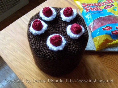 blackforestcake-toiletpaperrollcover-knit
