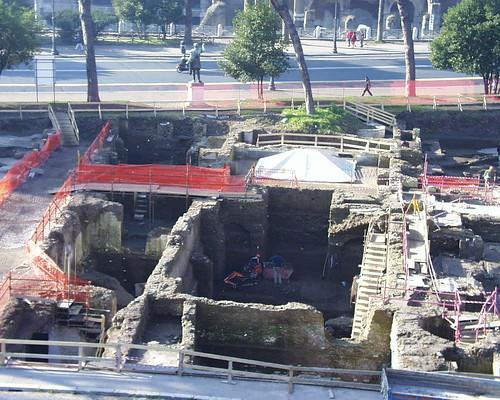ROMA ARCHEOLOGIA: Il Foro di Traiano - Cantiere di scavo del Foro di Traiano (12/1999).
