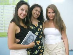 regalando mi poemario Madre  a Yordanka y a Radostina