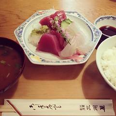 久しぶりに三洲屋の刺身が食べたくなって行ってきた。んまかった (゚Д゚)  が、焦って撮ったらお椀と茶碗の位置が逆だったw