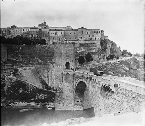 Puente de Alcántara en junio de 1927. Fotografía de Albert Oliveras i Folch. © Arxiu Fotogràfic de Catalunya. Centre Excursionista de Catalunya