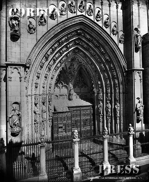 Puerta de los Leones de la Catedral de Toledo hacia 1875-80. © Léon et Lévy / Cordon Press - Roger-Viollet
