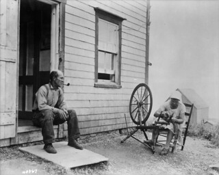 An Acadian couple in front of their home along the Cabot Trail, Cape Breton, Nova Scotia, 1938 / Couple acadien devant leur maison le long de la piste Cabot, cap Breton, Nouvelle-Écosse, 1938