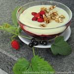 ©Rote Grütze mit Vanillesauce