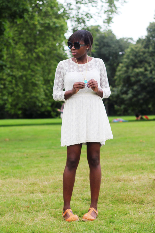 how to wear a white lace summer dress