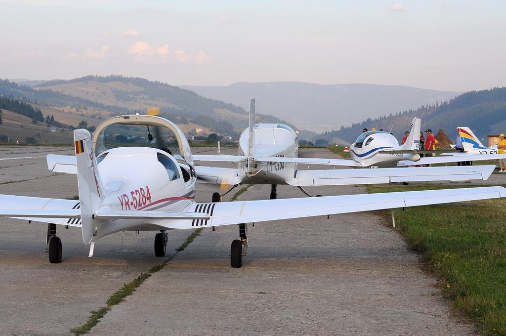 Fly-in @ Floreni - Mitingul cailor putere - Poze 7677953284_7d578fa302_o