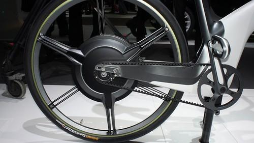 Smart ebike имеет ряд приятных конструктивных особенностей. Например, шины Continental EcoContact Plus