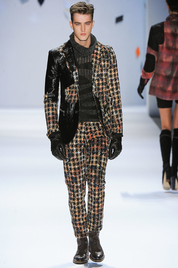 James Smith3632_FW12 NY Custo Barcelona(VOGUE)