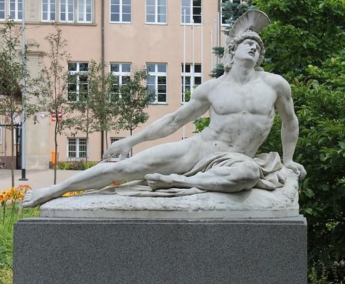 Pomnik by xpisto1