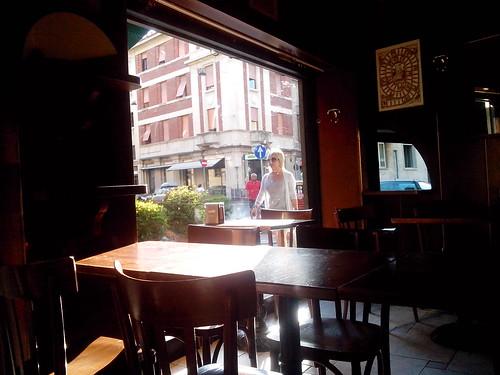 Al bar nel tardo pomeriggio by Ylbert Durishti