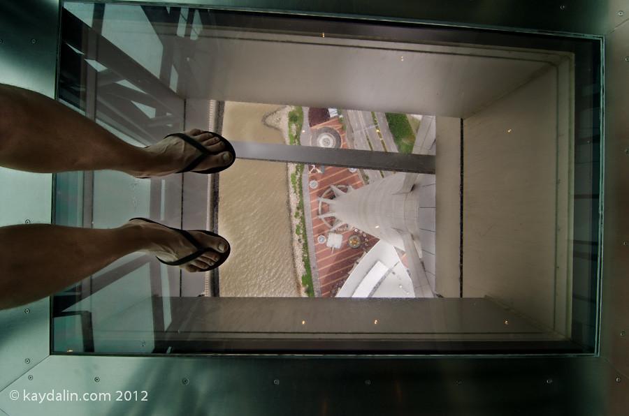 макао башня стеклянный пол