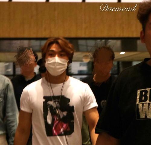 BIGBANG wout Seungri departure Seoul to Tokyo 2016-08-26 (63)