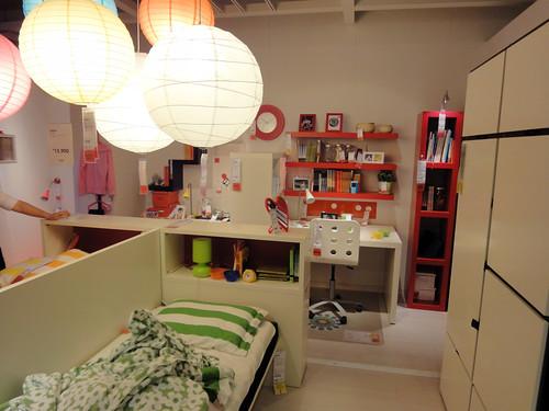 ユルく仕切られたイケアの2人用の子供部屋と題した写真