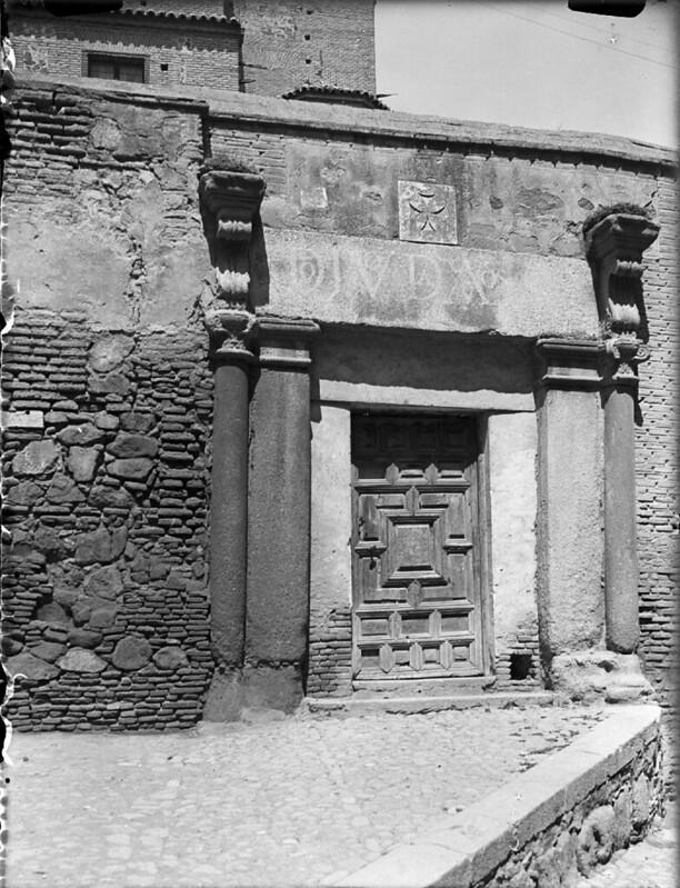 Palacio de Caracena (antigua Cuesta de la Portería o Portería de la Trinidad) en los años 20. Fotografía de Otto Wünderlich. © Fototeca del Patrimonio Histórico