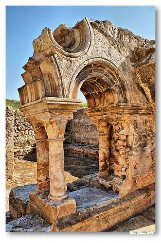 Ruínas do claustro de Santa Clara-a-Velha #3 by VRfoto