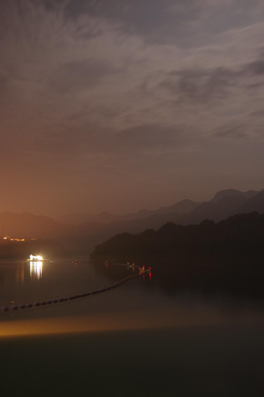 石  門  水  庫  夜  景