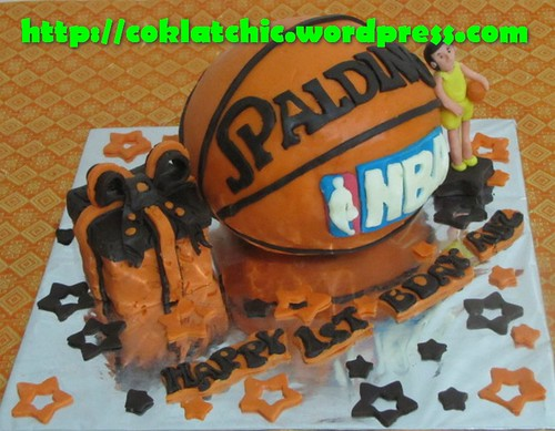 Kue ulang tahun dengan tema Cake Bola Basket model ini mulai dari