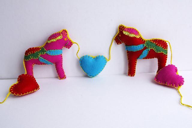Horse garland - felt heart garland - guirlande feutrine by CocoFlower