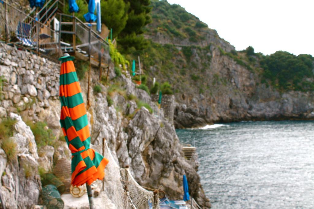 À beira do Mediterrâneo