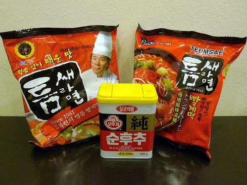 Teumsae Ramyeon from GS25 and Paldo along with black pepper