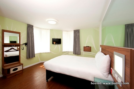 Tune Hotel Paddington UK_Double Room