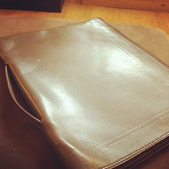 Vintage leather.. brief case?