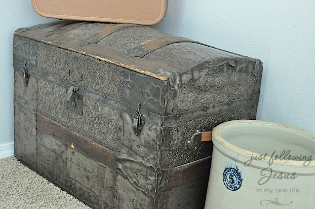 antique trunk 8.jpg