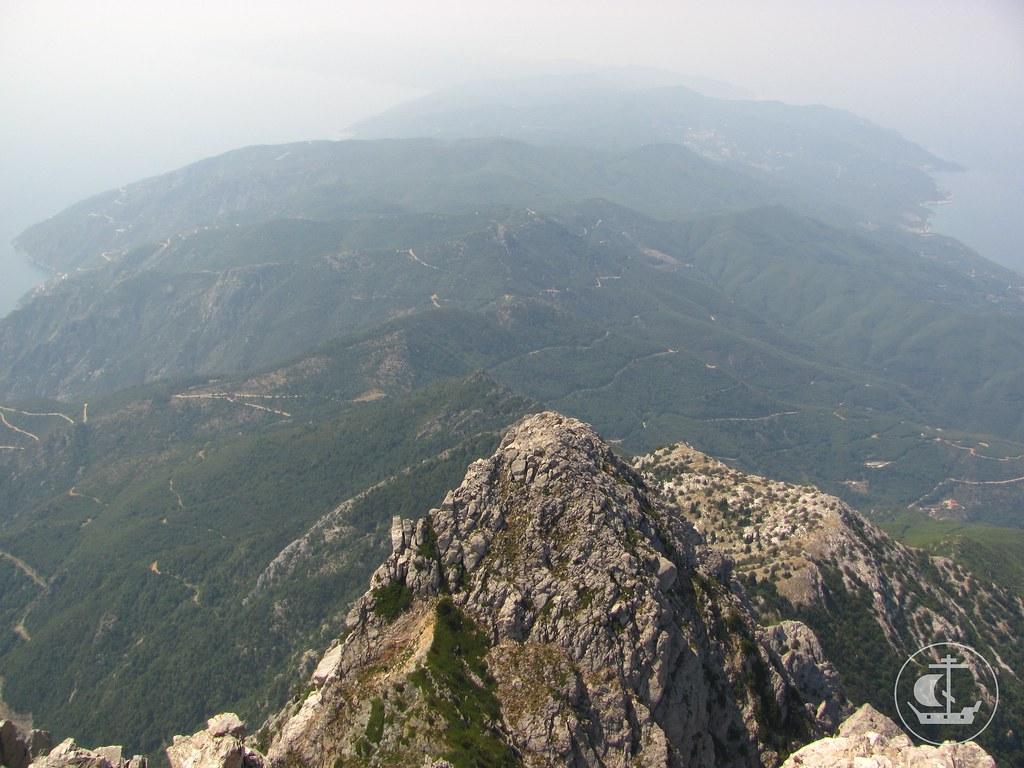 Вид с вершины на всю монашескую республику