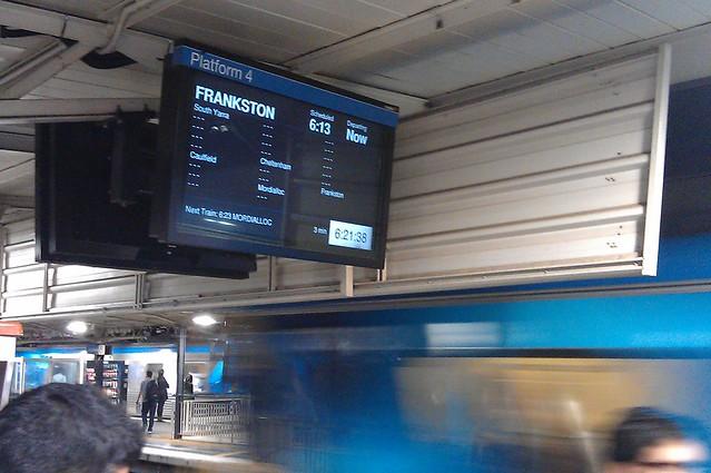迟到的地铁跳过了