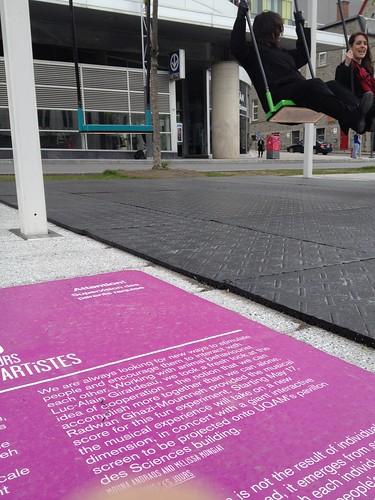 Balancoires sur la promenades des artistes.