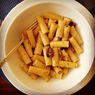 Rigatoni with artichokes and olives. A recipe test for @leitesculinaria. A winner.