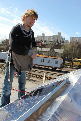 Aurinkopaneelien asennus
