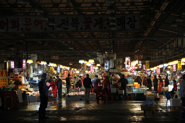 7155879663 0b478c46a0 z Noryangjin Fish Market in Seoul   A Paradise of Seafood