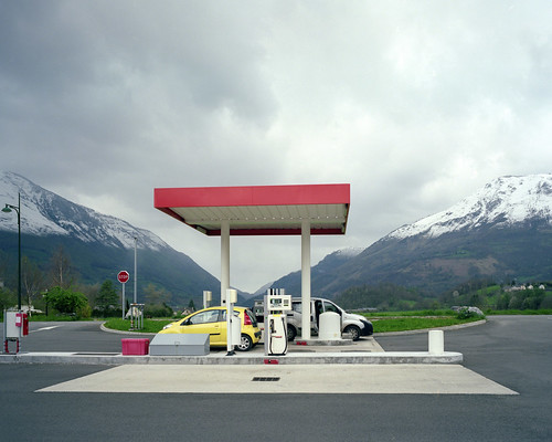 gas station 2012 04 001 by Benoit Chailleux