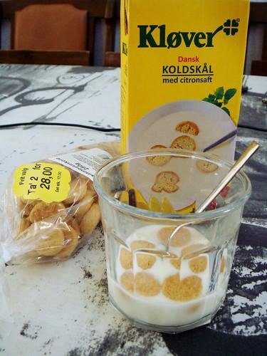 Dessert: Dansk Koldskål med citronsaft