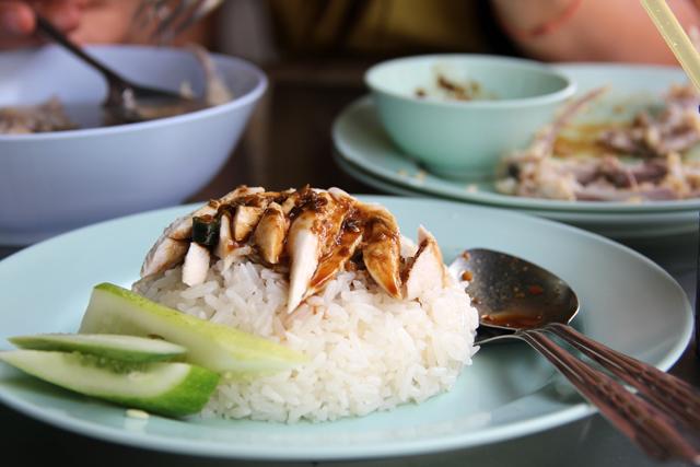 Khao Man Gai (Chicken and Rice) ข้าวมันไก่