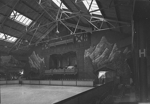 Glaciarium Ice Rink, Sydney, May 1940 / photographer Sam Hood