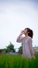 [フリー画像素材] 人物, 女性 - アジア, 人物 - 口を開ける, 人物 - 田園・農場 ID:201207150600