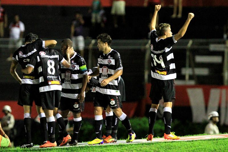 Brasileiro B 2012 - Vitória 2x0 Avaí por Felipe Oliveira (70)