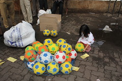 the street photographer marziya shakir loves football by firoze shakir photographerno1