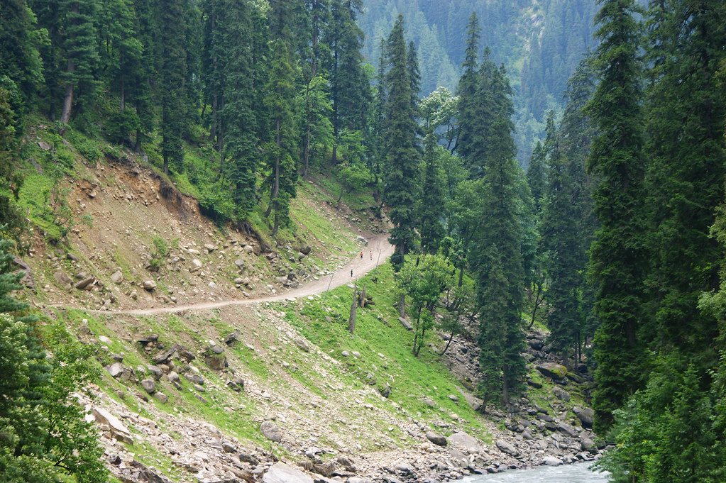 """MJC Summer 2012 Excursion to Neelum Valley with the great """"LIBRA"""" and Co - 7595470746 2f0c16da00 b"""
