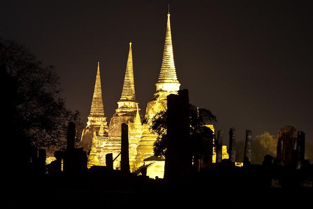 Foto nocturna del temple il·luminat