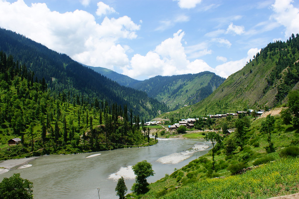 """MJC Summer 2012 Excursion to Neelum Valley with the great """"LIBRA"""" and Co - 7608864716 e0d7ac9da5 b"""